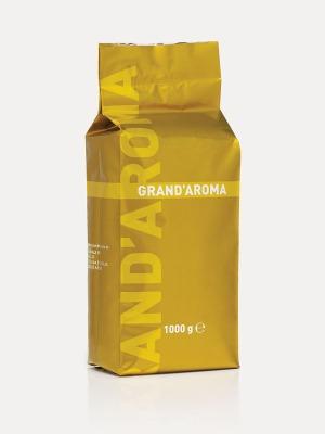 Grand'Aroma 30% Arabica - 70% Robusta Grand'Aroma on mahtava yhdistelmä parhaita saatavilla olevia Robusta- ja Arabica-kahvipapuja. Se luo juuri sellaisen intensiivisen tuoksun, jonka voi aistia astuessaan sisään italialaiseen kahvilaan. Grand'Aroma on aromiltaan päättäväinen ja runsas. Se sopii loistavasti paahteisen luonteensa vuoksi maitopohjaisiin kahvijuomiin. Hinta 25 € / kg