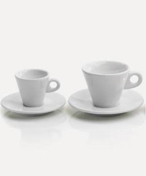"""Cappuccinokupit Maitopohjaisille kahvijuomille tarkoitettujen kuppien kyljessä lukee """"Venturato caffè"""", tassissa """"Lo bevi con l'Anima"""". Kupit toimitetaan tasseineen kuuden kappaleen paketissa. Hinta 36 € / 6 kpl"""